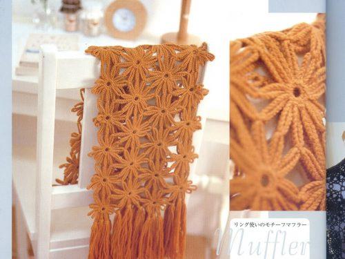 Sciarpa estiva realizzata con motivo di fiore
