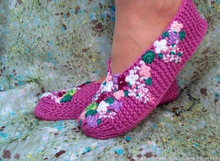 pantofole ai ferri rifinite con ricamo