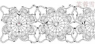poncho all'uncinetto abbellito con dei fiori puff