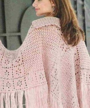 Poncho o cape all'uncinetto con motivo a filet