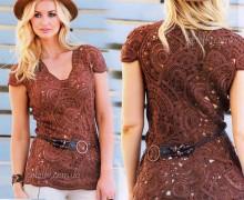 maglietta all'uncinetto con stile freeform