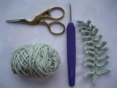 Bellissime foglie lavorate con lana