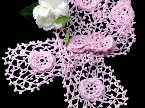 Favolosa e delicata sciarpa all'uncinetto
