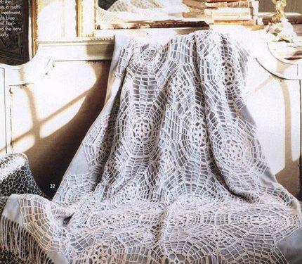 Stupendo plaid realizzatoall'uncinetto con mattonelle