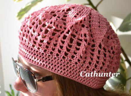 beretto rosa lavorato all'uncinetto