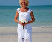 Bellissimo abito bianco all'uncinetto