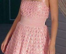 Meraviglioso abito rosa all'uncinetto