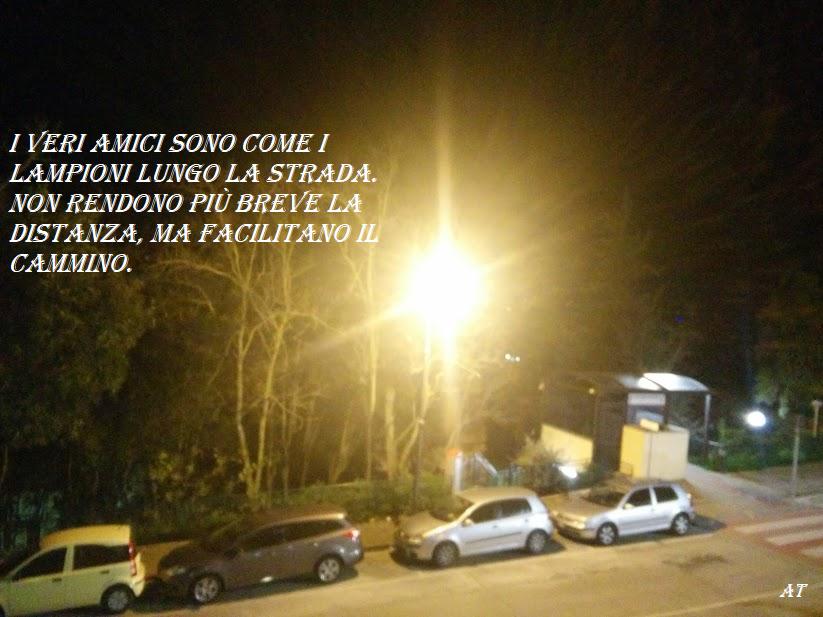 I veri amici sono come i lampioni lungo la strada