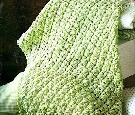 Bellissima copertina verde pistacchio all'uncinetto.