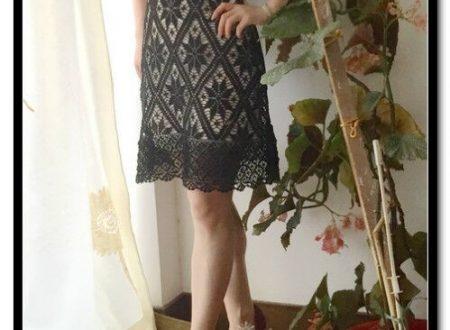 abito nero all'uncinetto con motivo geometrico
