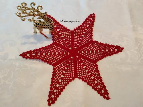 stella all'uncinetto con cotone rosso