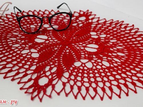 Stupendo centrino rosso con motivo originale