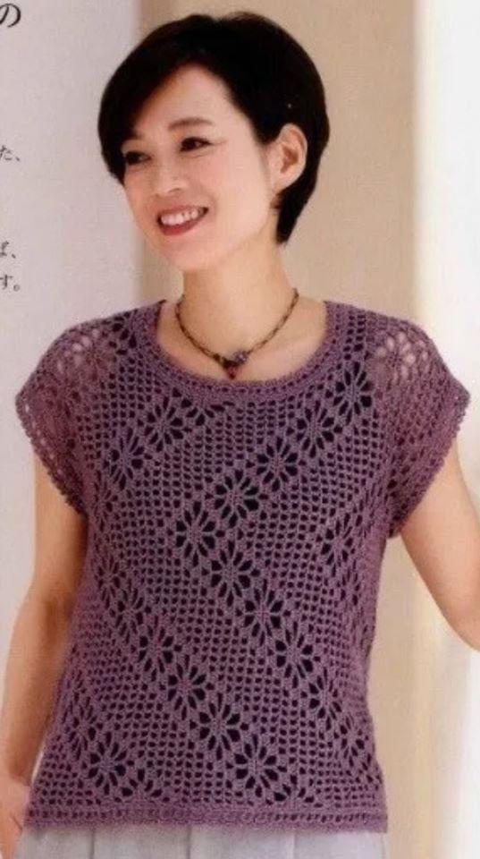 maglietta viola con motivo geometrico
